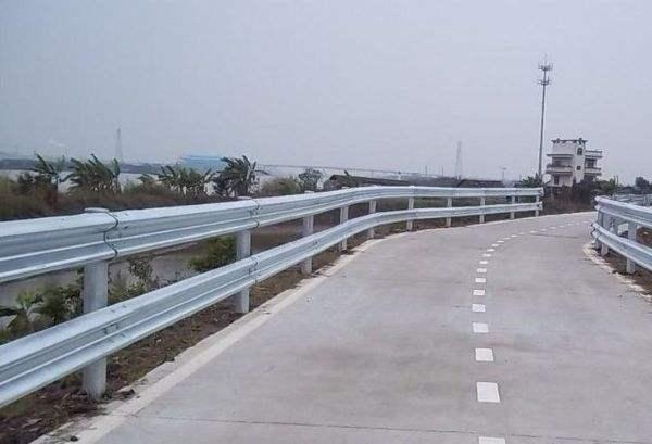 公路用护栏板防撞护栏